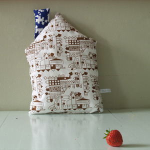 Little Play Cushion (brown house)
