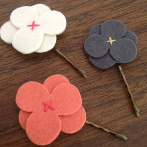 [재입고]Felt Flower Hairclip (A)