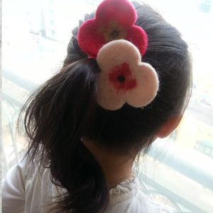 Needle Felted Hairclip (B)