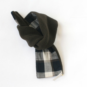 Makie wool fleece scarf (navy checks)